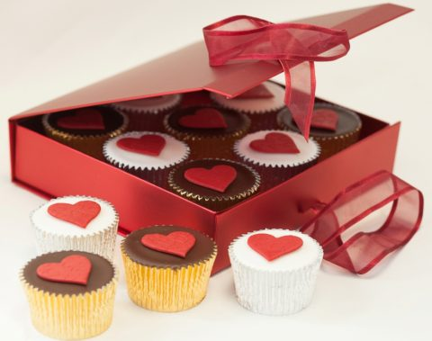 Giveaway: Box of 9 Valentines Love Heart Cupcakes – Closes 02/07/2017