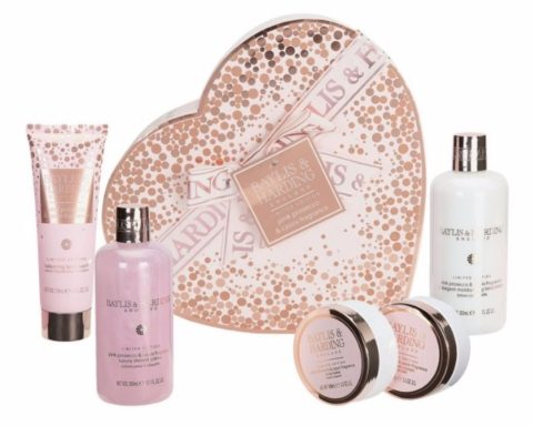 UK Giveaway: Win a Pink Prosecco Ultimate Bathing Treats Gift Set – Closes 02/26/2017