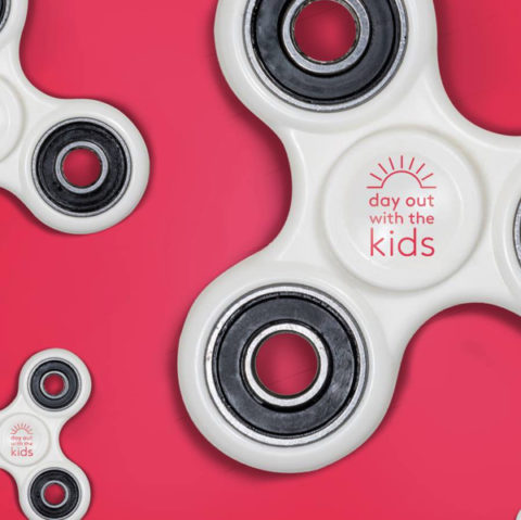 Blogger @rainbowsaretoo UK Giveaway: Win one of 10 pairs of Fidget Spinners – The latest kids craze – Closes 07/28/2017