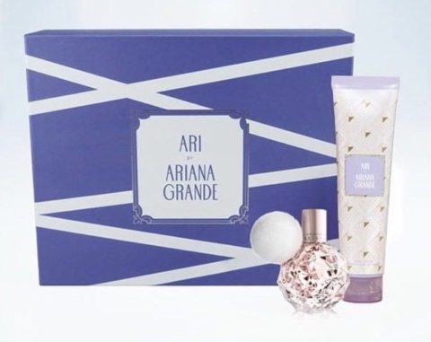 Blogger @elfvintage UK Giveaway: Win a perfume gift set Ari by Ariana Grande – Closes 11/30/2017