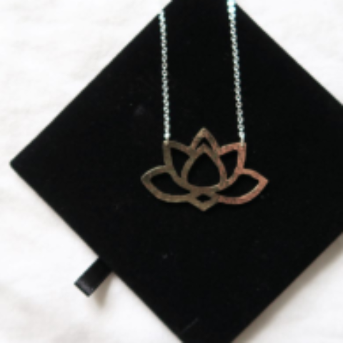 Blogger @besmacc Worldwide Giveaway: Ethically Made Lotus Necklace Giveaway – Closes 26th Jan 2018