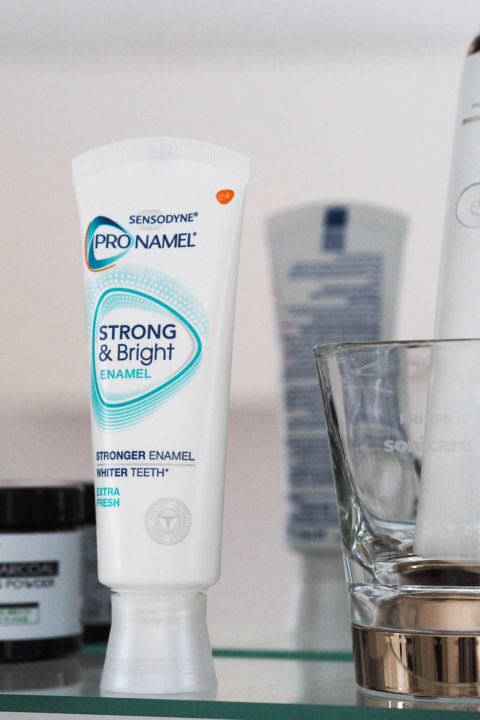 Blogger @MJLBlogger UKGiveaway: Win a year's supply of toothpaste from Sensodyne – Closes 14th Jan 2018