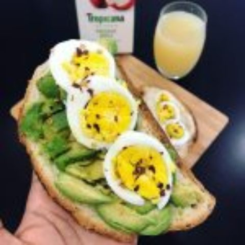 Two ways gluten free toasts (egg & avocado / hummus & Egg)