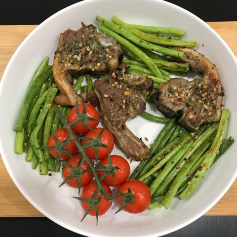 Garlicky lamb chops with green beans -(Low carb – high fat)